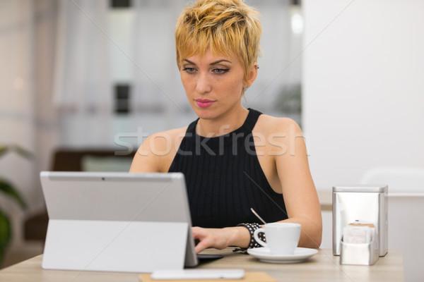 Belo mulher de negócios trabalhando café ocupado mulher Foto stock © Giulio_Fornasar