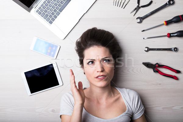 Mirar mujer digital problemas Foto stock © Giulio_Fornasar