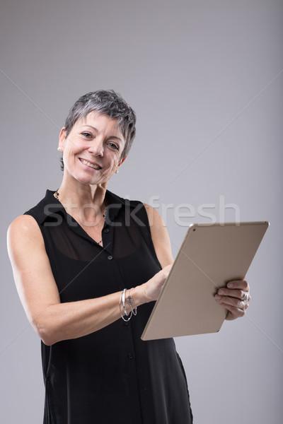 魅力的な 女性実業家 タブレット 見える ストックフォト © Giulio_Fornasar