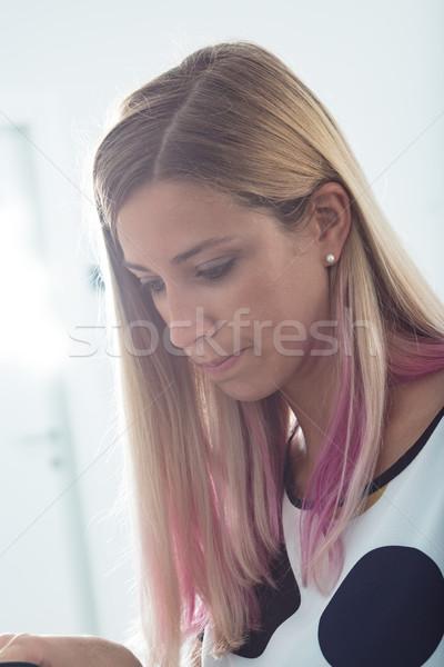 Pracownik biurowy naturalne światło portret młoda kobieta pracy działalności Zdjęcia stock © Giulio_Fornasar