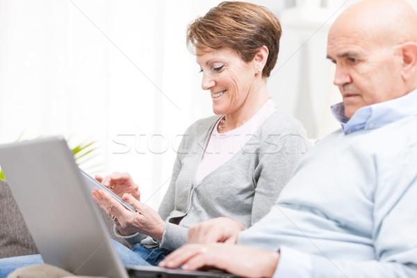 Középkorú férj feleség szörfözik internet tabletta Stock fotó © Giulio_Fornasar