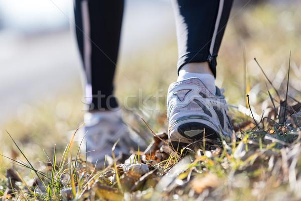 Pé corrida mulher ao ar livre pormenor tênis de corrida Foto stock © Giulio_Fornasar