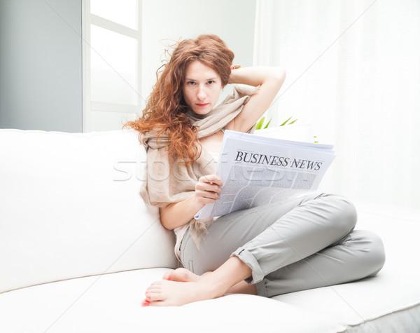 Negócio sempre mulher de negócios leitura jornal relaxante Foto stock © Giulio_Fornasar