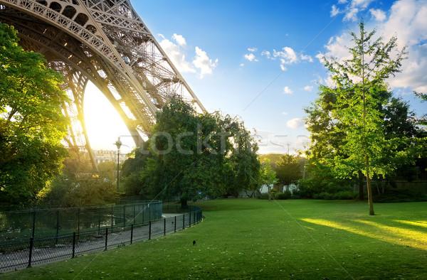 ストックフォト: 草原 · エッフェル塔 · 緑 · パリ · フランス · 雲