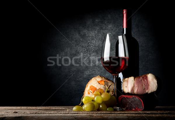 Сток-фото: мяса · вино · деревянный · стол · фон · Бар