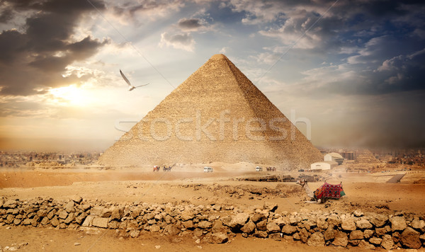Grande aves pirámides puesta de sol cielo sol Foto stock © Givaga