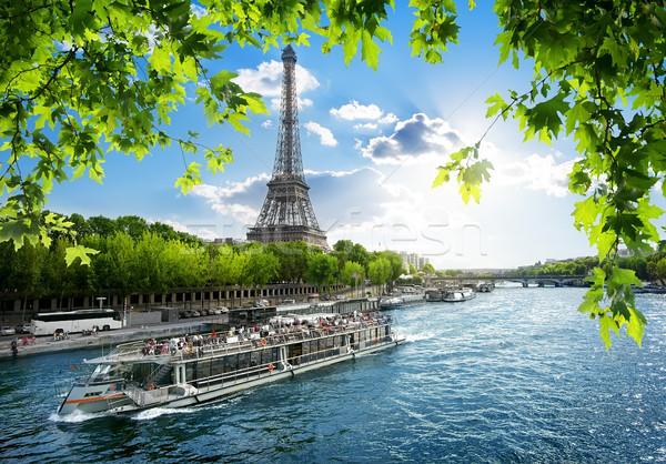 Csónak utazás kilátás Eiffel-torony Párizs Franciaország Stock fotó © Givaga