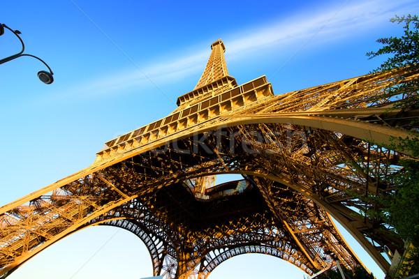Eyfel Kulesi gökyüzü görmek Paris Fransa Bina Stok fotoğraf © Givaga