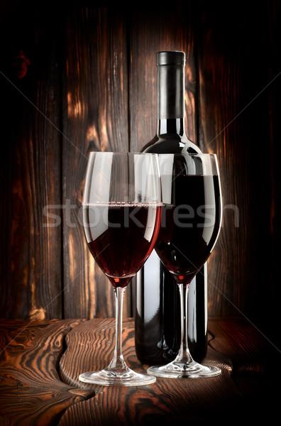 Due occhiali vino bottiglia di vino legno legno Foto d'archivio © Givaga