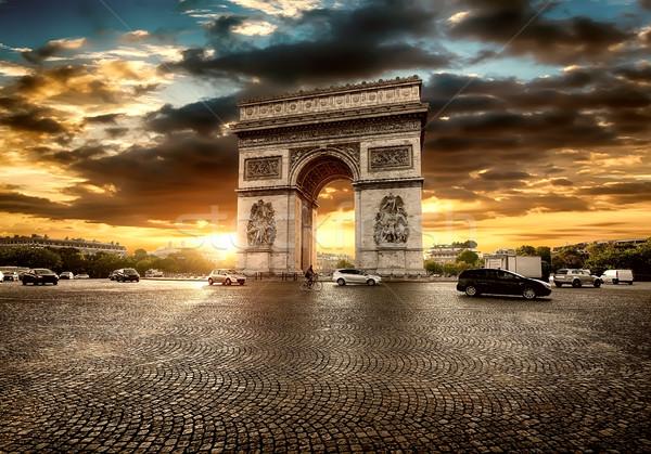 Parisiense arco belo nublado pôr do sol céu Foto stock © Givaga