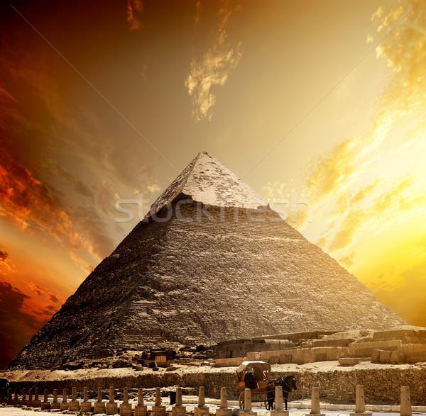 Ardiente puesta de sol pirámide cielo carretera sol Foto stock © Givaga