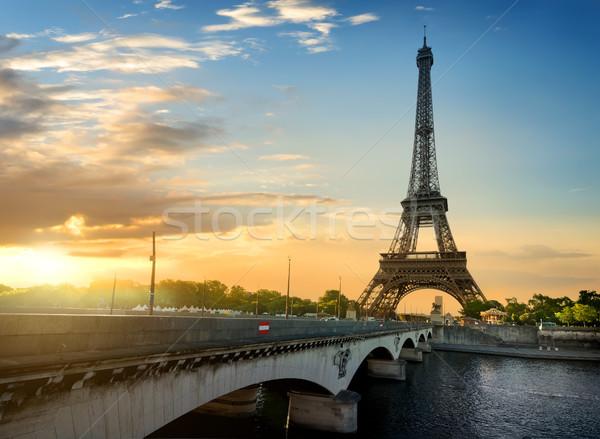 Híd Eiffel-torony Párizs gyönyörű kilátás nyár Stock fotó © Givaga