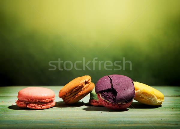 Macarons yeşil tatlı ahşap masa gıda arka plan Stok fotoğraf © Givaga