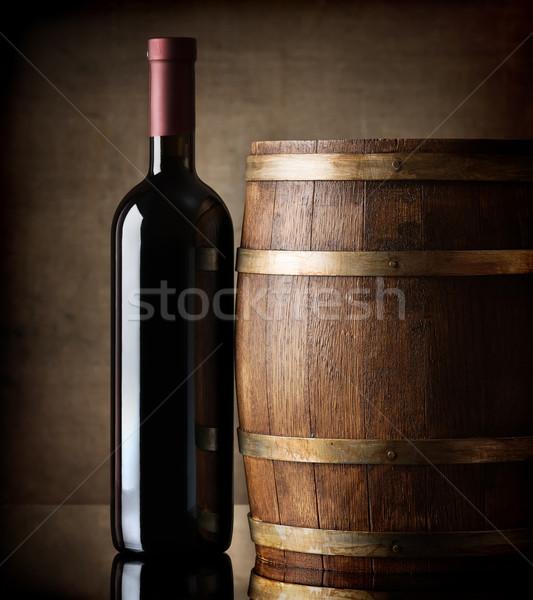 Butelki baryłkę wino czerwone tabeli winogron Zdjęcia stock © Givaga