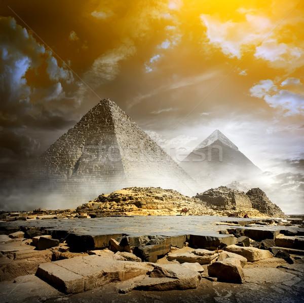 Nubes de tormenta pirámides naranja niebla egipcio cielo Foto stock © Givaga