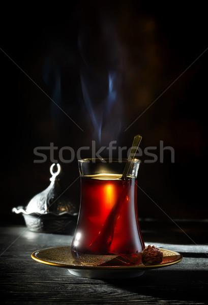 Turco chá preto vidro vermelho tabela Foto stock © Givaga