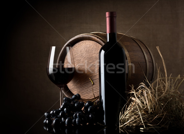 Vin raisins baril brun bois verre Photo stock © Givaga