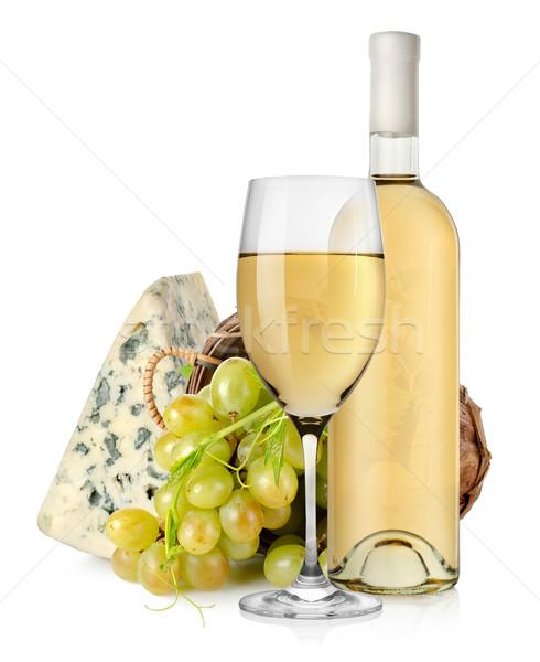 Márványsajt bor szőlő kosár fából készült izolált Stock fotó © Givaga