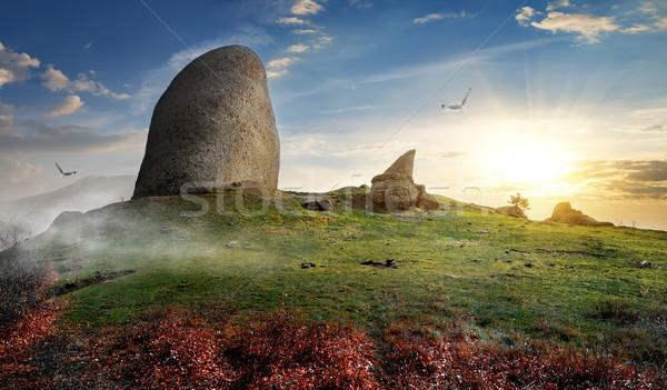 Stockfoto: Stenen · berg · groot · zonsondergang · voorjaar · gras