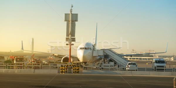 Сток-фото: плоскости · аэропорту · Солнечный · утра · небе · дороги