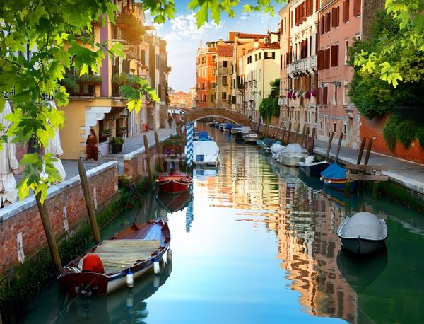 Velencei víz csatorna hajók keskeny Olaszország Stock fotó © Givaga