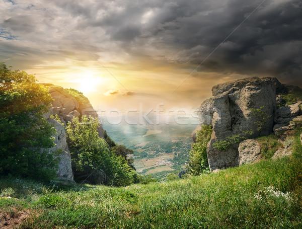 Rotsen onweerswolken mist bergen hemel bloemen Stockfoto © Givaga