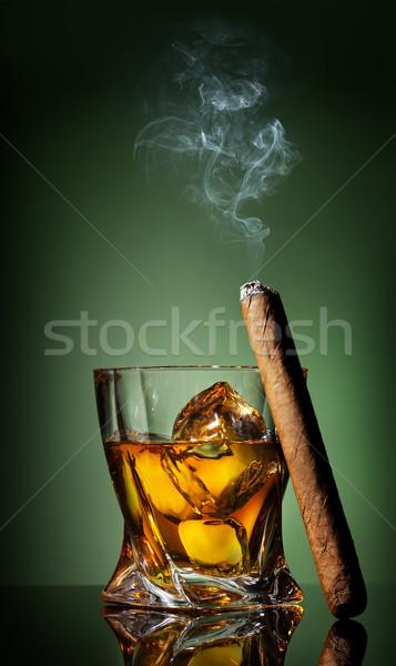 Uísque charuto verde negócio fumar beber Foto stock © Givaga