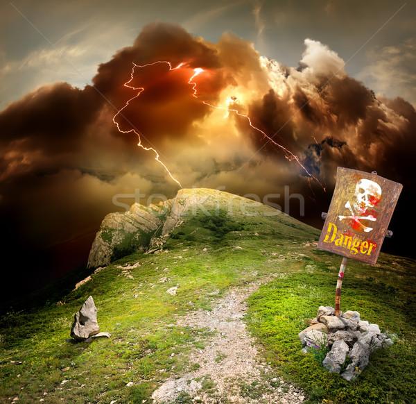 Bliksem bergen donder gevaar wolken weg Stockfoto © Givaga