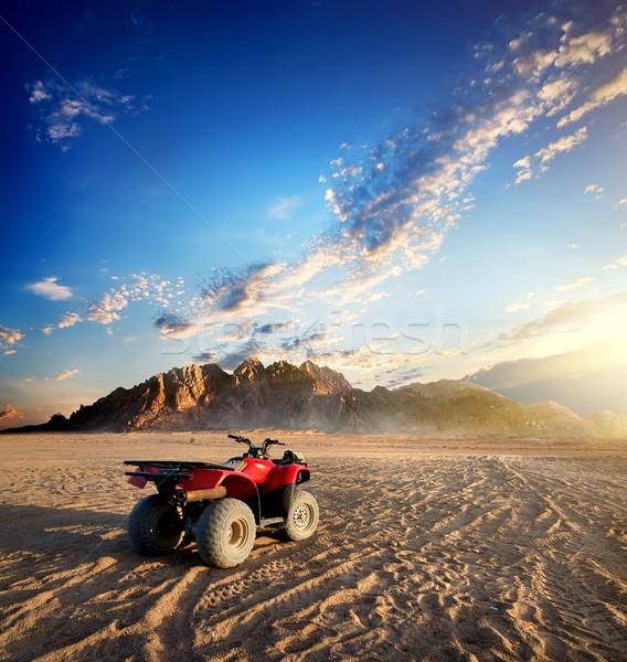 Bicikli sivatag homok hegy égbolt út Stock fotó © Givaga