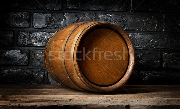 Muro di mattoni barile legno cantina legno sfondo Foto d'archivio © Givaga