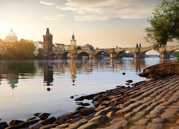 Stock fotó: Híd · napfelkelte · folyó · Prága · égbolt · épület