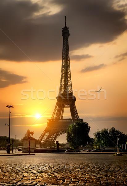 Magnifico eiffel torre sunrise strada città Foto d'archivio © Givaga