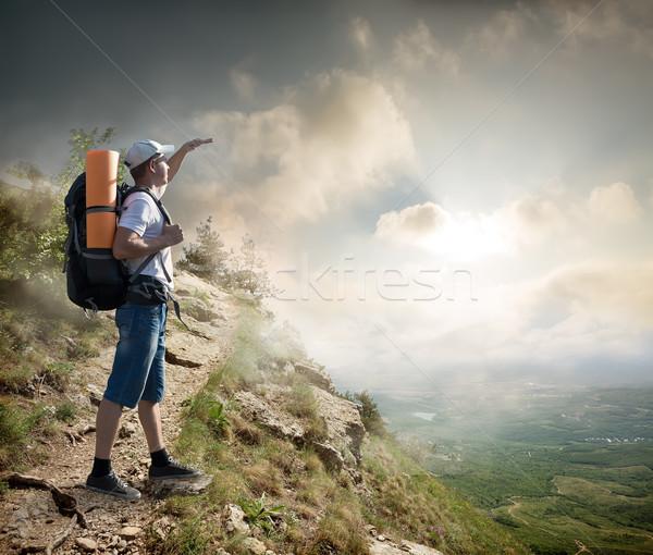Turísticos ladera mochila disfrutar valle vista Foto stock © Givaga