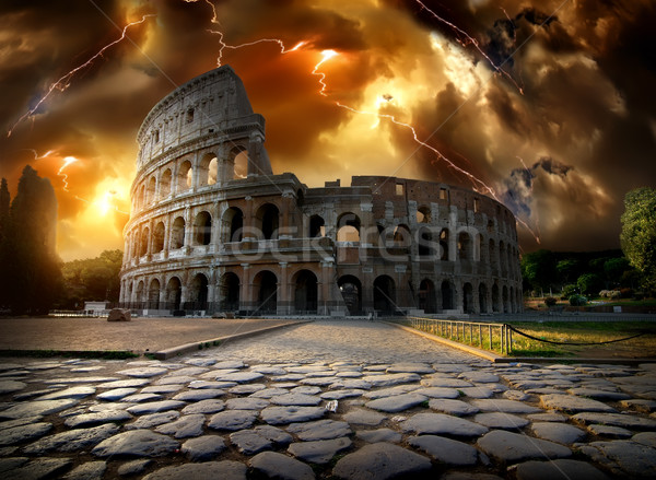 Colosseum sağanak yıldırım Roma İtalya çim Stok fotoğraf © Givaga
