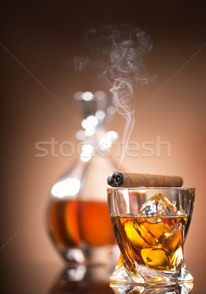 Cigare verre whiskey brun affaires fumée Photo stock © Givaga