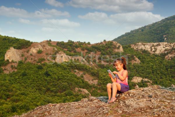 девочку сидят горные Top играть таблетка Сток-фото © goce