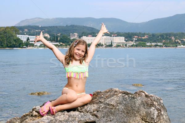 Feliz nina las manos en alto vacaciones de verano agua nina Foto stock © goce