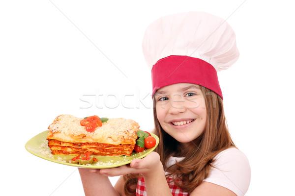 Foto d'archivio: Felice · bambina · cuoco · gustoso · lasagne · sorriso