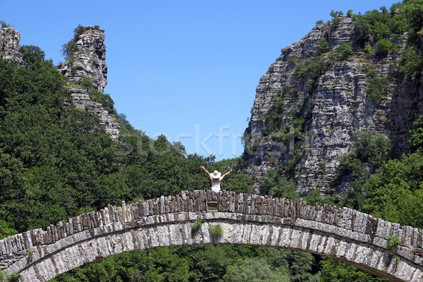 Bambina piedi pietra ponte Grecia natura Foto d'archivio © goce