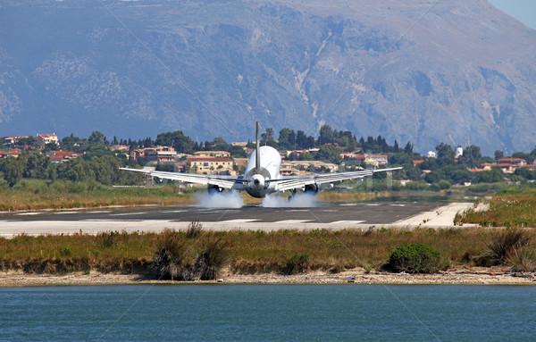 самолет посадка аэропорту лет скорости компания Сток-фото © goce