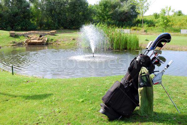 Golftáska golf zöld klub játék tavacska Stock fotó © goce