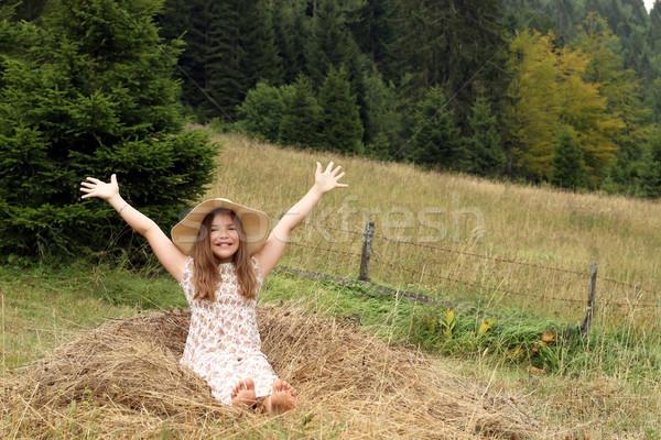 Hermosa nina las manos en alto naturaleza nina mano Foto stock © goce