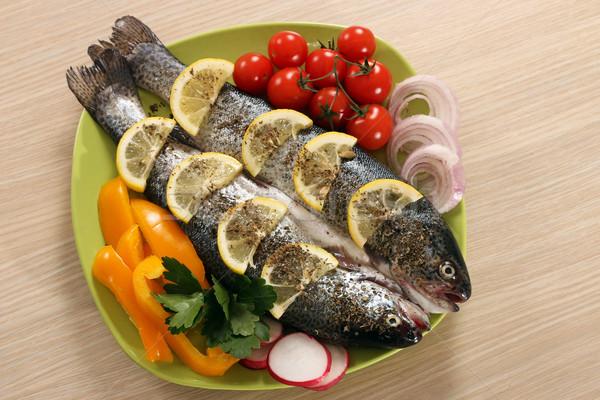 подготовленный рыбы лимона овощей обеда Салат Сток-фото © goce