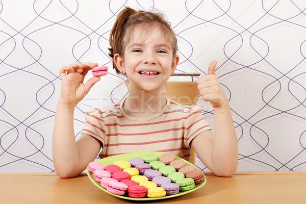 Glücklich kleines Mädchen Daumen up Mädchen Lächeln Stock foto © goce