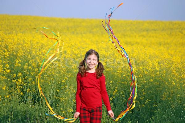 幸せ 女の子 演奏 黄色の花 フィールド 少女 ストックフォト © goce