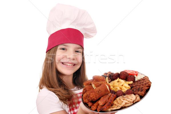 Mutlu küçük kız pişirmek ızgara salata plaka Stok fotoğraf © goce