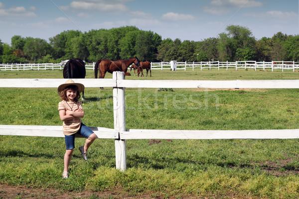 Hermosa nina sombrero de vaquero rancho nina campo Foto stock © goce