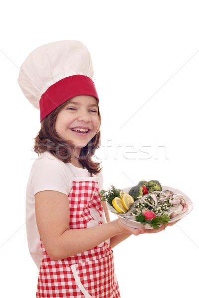 Heureux petite fille Cook fraîches truite plat Photo stock © goce