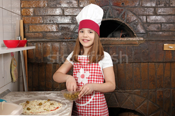 Feliz little girl cozinhar real pizza pizzaria Foto stock © goce