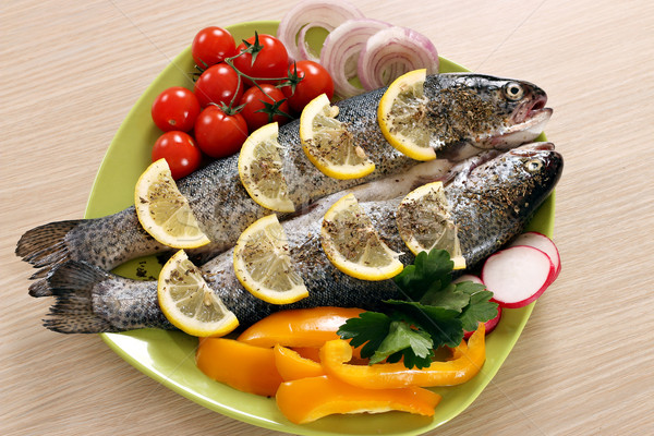 Trucha hortalizas placa peces cena ensalada Foto stock © goce